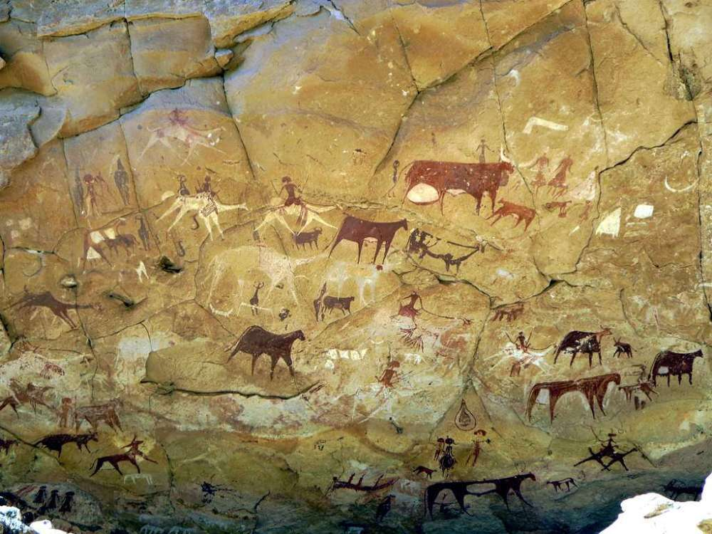 Prehistoric_Rock_Paintings_at_Manda_Guéli_Cave_in_the_Ennedi_Mountains_-_northeastern_Chad_2015 (1)